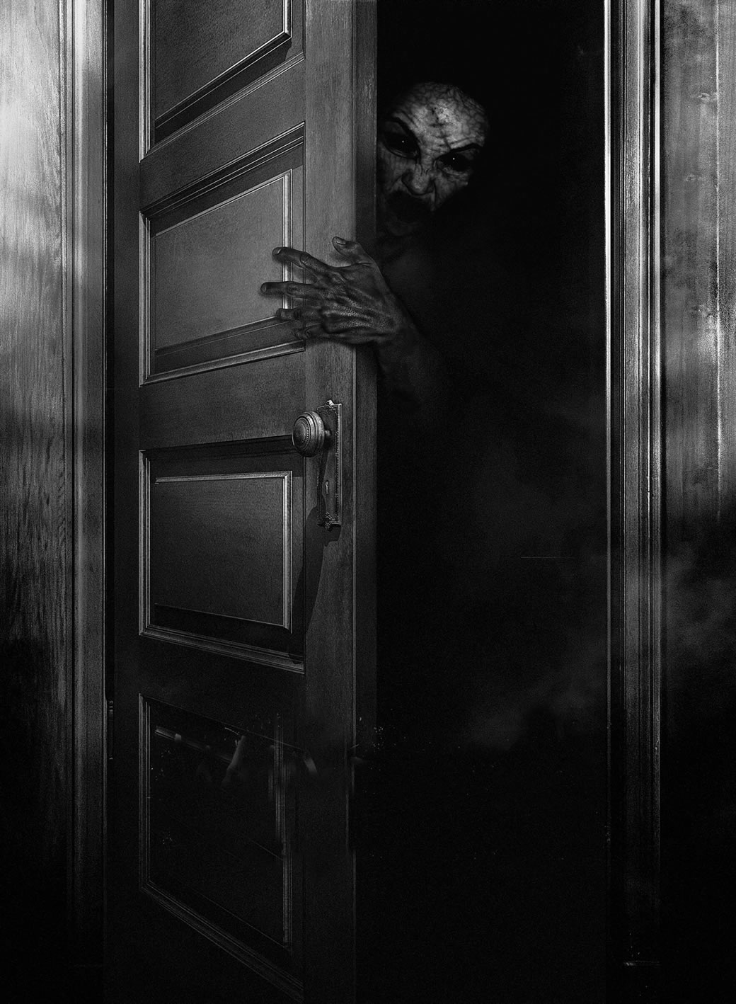 The Scary Closet—Customers Caught in Real Nightmare